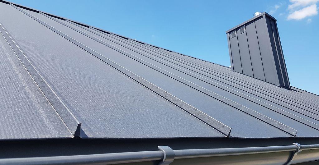 Blacha na rąbek aluminiowa na dachu